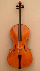 Cello vorn ganz